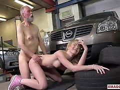 frances kasutab ao sorai noormeest, et saada ploomi tööd