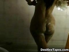 Hot blondie freezzer auntys Bath Scene caught by hidden CAM
