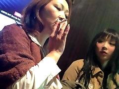 Suitsetamine tüdruk ja cuckold seks võtta shopping murda