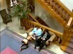 Busty blonde ljubi sexy brunett amateur shows tits penetracijo