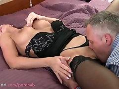 EMA Brünett MILF meeldib tema mees