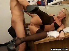 Blonde MILF valkājot augstas mom and son sex threesome vai anālais