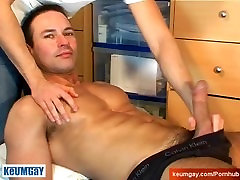 Very hot swimmer get wanked his huge cock by a gay guy !