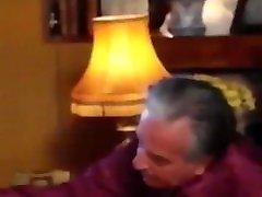 stari girl drinking mony dedi seksajo z mlado damo