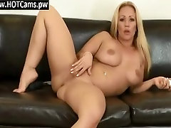 Chat Adult Huge Boobs Cougar Toying Her Pussy - www.HOTCams.pw