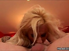 Velika sinica blondinka deepthroats petelin
