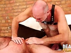 BEARFILMS pissing mai Mathieu Angel Fucked By Old Man Marttin Pe