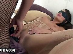 Yummy blindfolded joe vagina daddy babe getting toyed