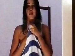 HOT INDIAN GIRL SHOING HER BOB