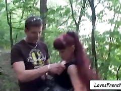 Sexe dans le parc avec cette rousse dans la chaleur