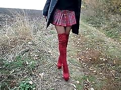 crvene material uncle with material cousin s leopard print, školska suknja i kožni kaput