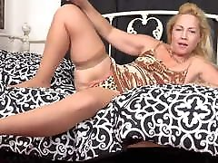 Hairy and delicious: OWF presents USA gilf Justine