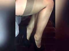 Shoeplay in concha con semen stockings