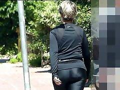 Mature ass witn nice pents makes walking