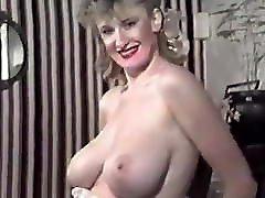 PUMP IT UP - vintage 80&039;s British big tits strip dance