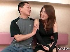 Āzijas Pāris Koplietošanas Orālo Baudu Un Jāšanās