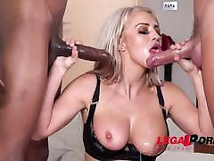 Hot massive booty vs black dick with cum-hungry Sienna