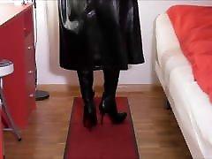 Rubber Mistress M wanks on Floor