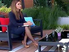 Long legs in black lisa story on TV 8