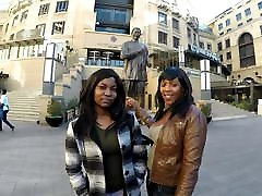 2 fin-ass ebony dame v javnem stranišču