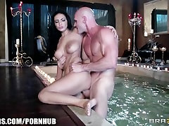 Brazzers - Amber Cox - I Vant to Suck Your Tits