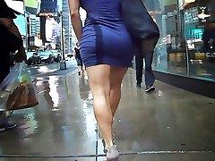 saspringts minidress bīdāmās par spēcīgu kājas