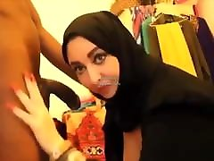 busty muslimsk mamma arabiska burka milf blowjob deepthroat big boob