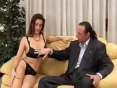 Milf porcella pompino. cazzone italiano maturo - black cock and school girl מציצה איטלקים