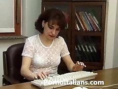italian porn real - Secretary milf fucked by male Italian - matura vogliosa