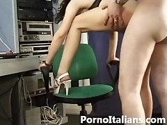 Pornostar italiana Natasha poljub anale - pornostar vomi sperme analni