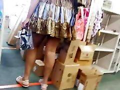 Bubble booty Ebony mom upskirt