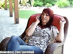 MommyBB Nikki Hunter hopp på en ung girl sock removal s kuk!