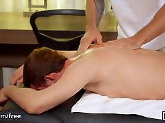Matt Wellington helps Micky Jr to release his stress - Men