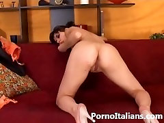 Porno italiano figa depilata si masturba . itaalia kuum naine