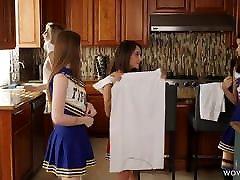 smulkus lesbiečių cheerleaders