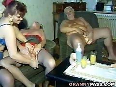 mormor dildo fest visar hardcore gruppsex