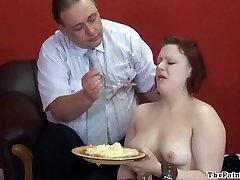 Pretīgi pārtikas pazemošanu un nežēlīgu iekšzemes disciplīnu seksīgi fetišs