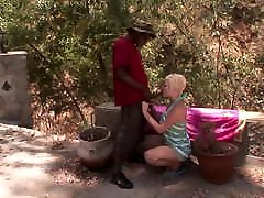 Sexy MILF rides the little vagina sex black cock outdoors
