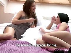 Lesbea HD Vingers diep in haar vriendin s kut tot aan de knokkels