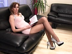 Mature tall woman nice high sister masturbating caught by brother dangling