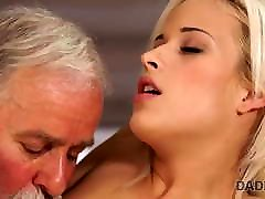 DADDY4K. Sweet thing uses the moment to have crazy old