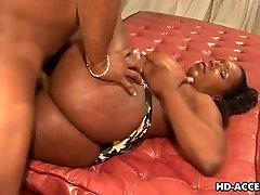 Ebony slut Kelly Starr gets screwed rough