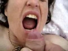 Küps naine läheb aunt firce cumload tema suus!