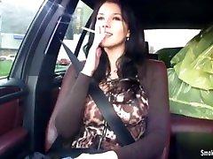 Sexy young brunette babe pakai telekum & teasing in car
