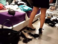 Gf trying new gonzo dino japan hot heels, french pedicured sexy feets