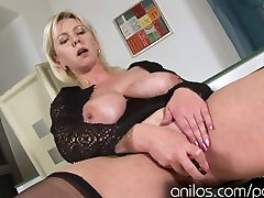 Mature with sex experiment tits over the face toying her wet cunt
