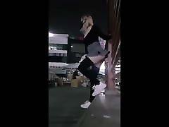 Slutty girl fucks tonton video porno in public