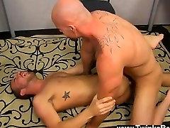 Gay porn Muscle Top Mitch Vaughn Slams Parker