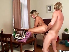 Morning sex with mature cleaning woman