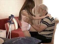 Brkati dedek prišlo v Tina je mlada usta